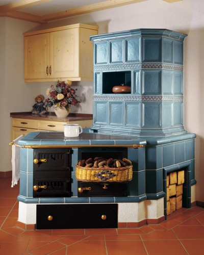 Кафельная печь: оригинальный дизайн и практичность
